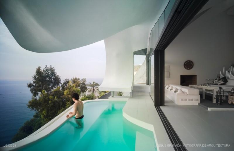 03-GilBartolomé-Pablo-Gil-Jaime-Bartolomé-Architecture-with-the-Casa-del-Acantilado-Cliff-House-www-designstack-co