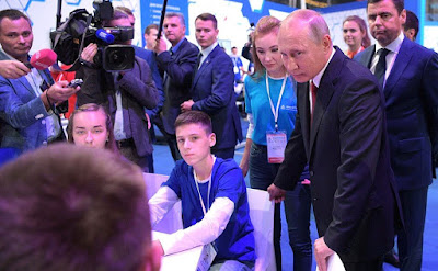 Vladimir Putin at the ProyeKTOriya national professional orientation forum.