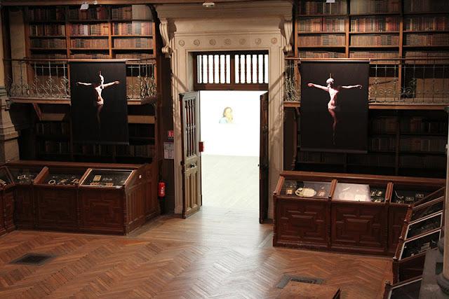 Corpus Christi, vue de l'exposition Femmes, Musée de Grenoble, 2013