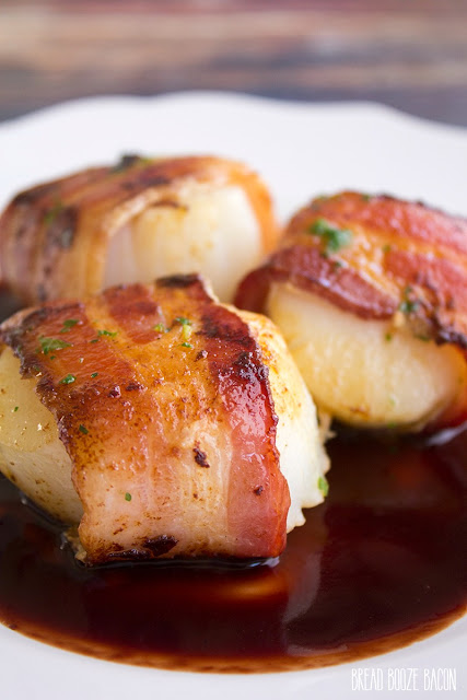 bacon-wrapped-scallops-in-pomegranate-sauce