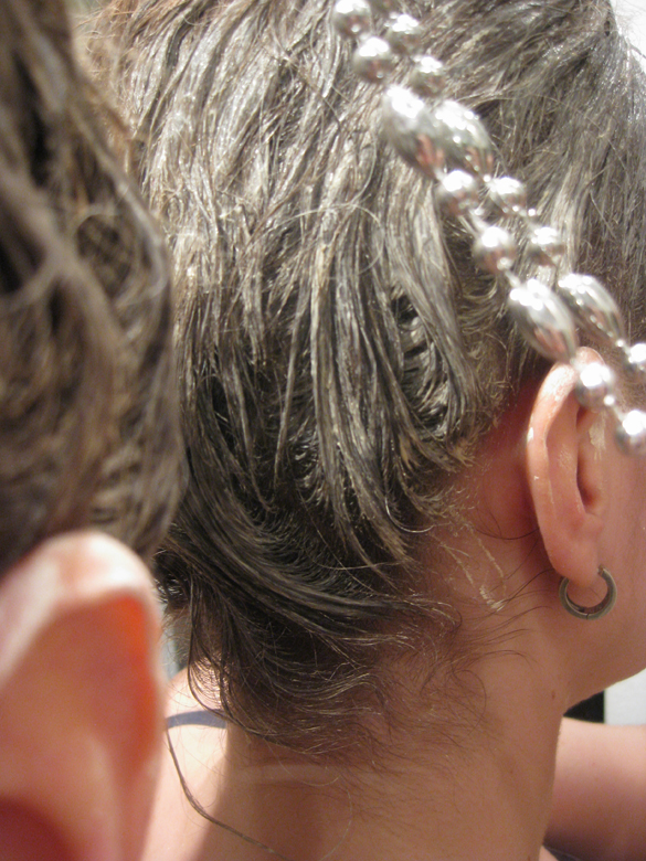 vihreä savinaamio hiuksille
