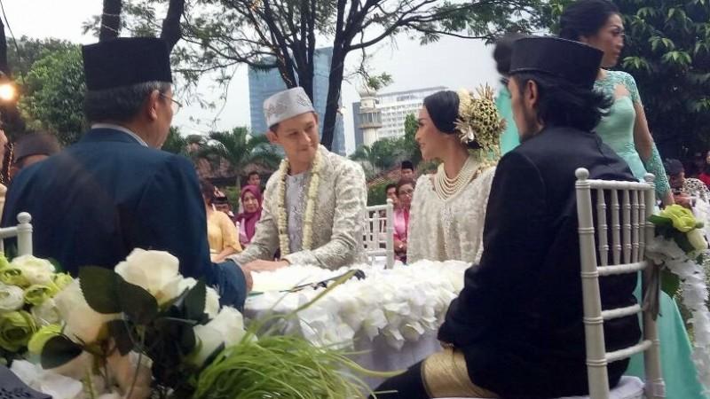 Suasana pernikahan Rinni Wulandari-Jevin Julian