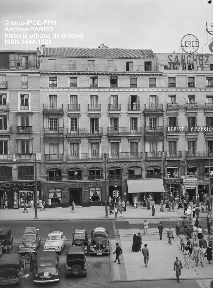 Historia urbana de madrid 2015 for Edificio puerta del sol