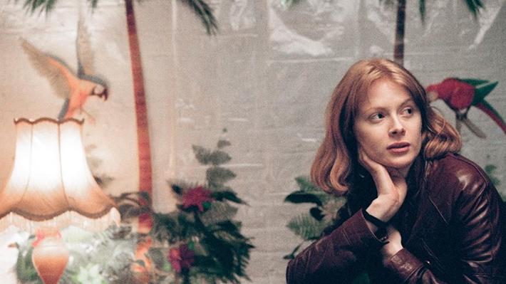 Filme Daphne: protagonista densa e o limbo do início dos 30 anos