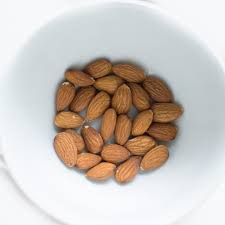 Use almonds to prevent migraine naturally