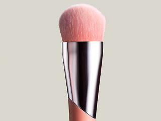 membersihkan-kuas-make-up.jpg