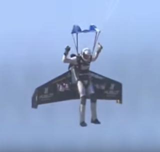 aksi berani seorang pilot pesawat tempur