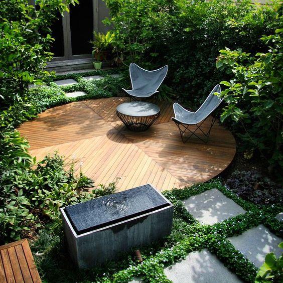 ben scott garden gradina mica peisagistica design curte mica deck lemn mobilier gradina fantana minimalista dale inierbate gradina moderna