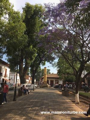 Pátzcuaro en Primavera al fodo la Pila del Torito
