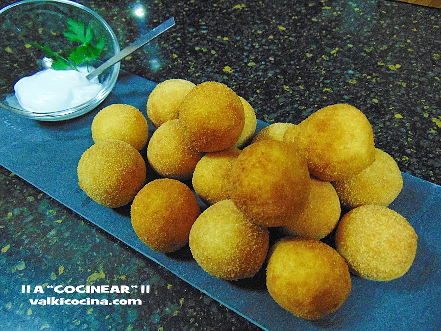 Bolitas de patata con j. cocido y queso