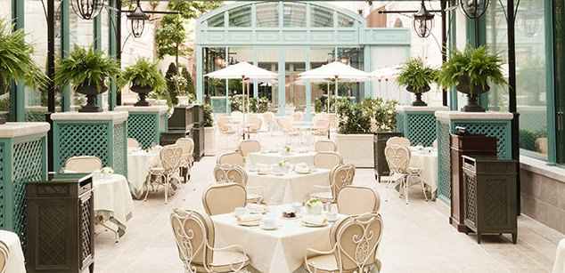 Outdoor dining at Ritz Paris