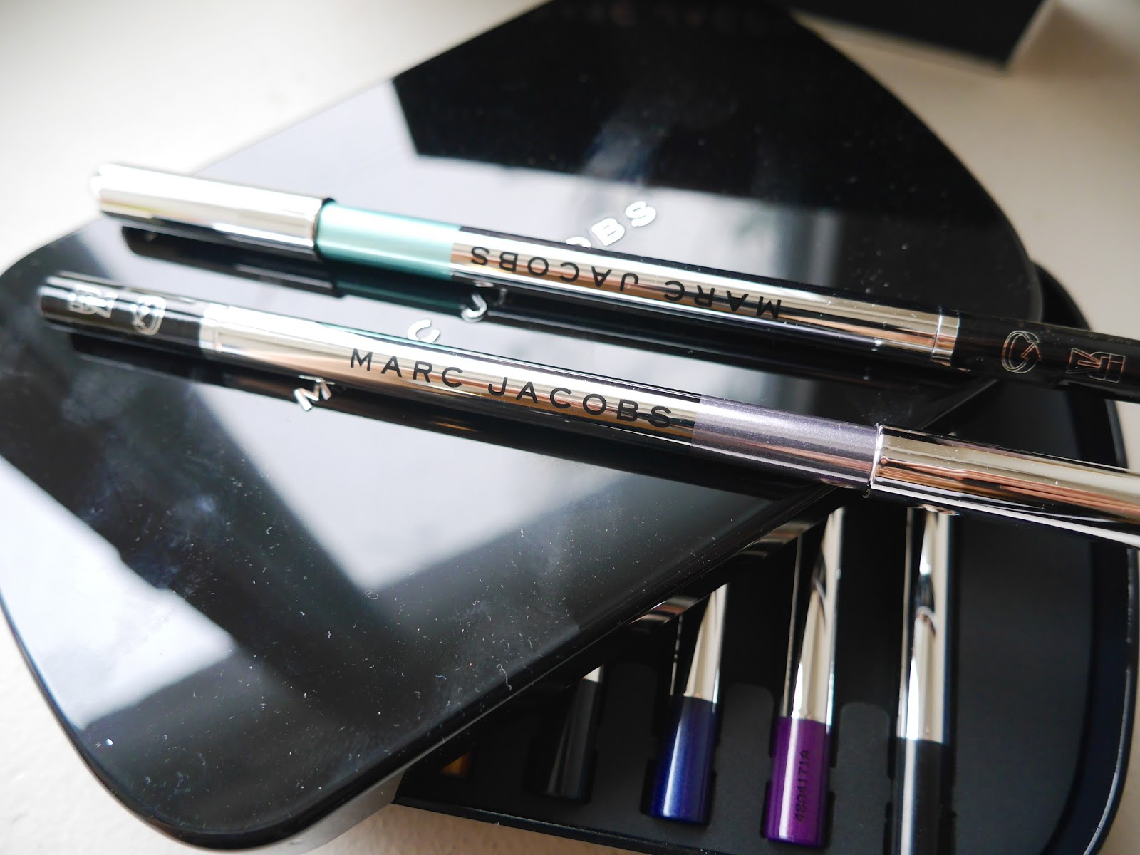 marc jacob highlier eyeliner swatch review