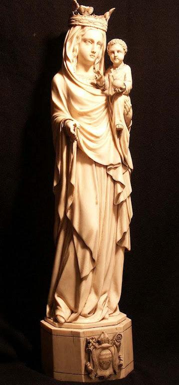 Nossa Senhora em marfim.