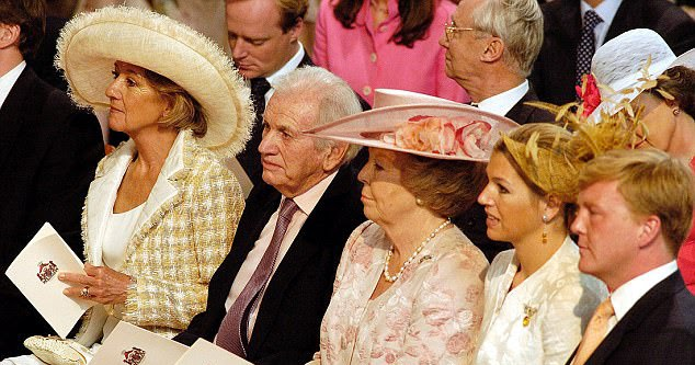 Queen Maximas father Jorge Zorreguieta dies aged 89
