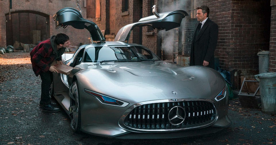 Used Cars In Ri >> Batman Picks A Fancy Mercedes For His Daily Duties In Justice League Film