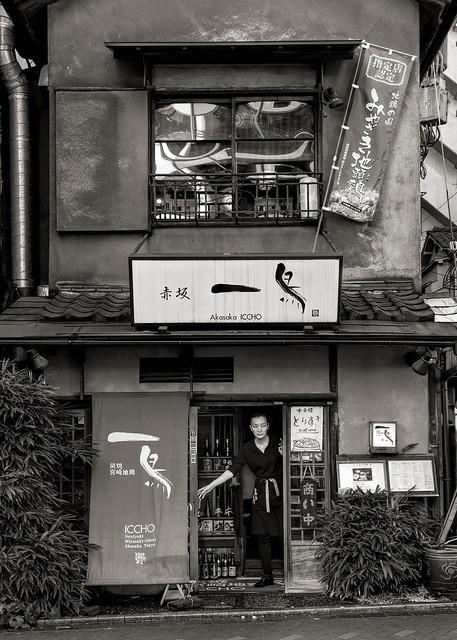 Kelly Chamberlain, foto documental, mujer en tienda asiatica