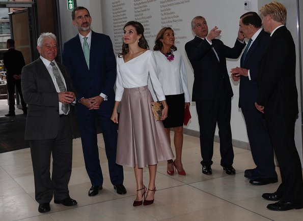 Queen Letizia carried Mirtha Natural clutch wore Lodi burgundy suede ankle strap pumps, Hugo Boss skirt and blouse. Queen Elizabeth