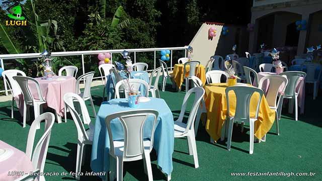 Toalhas coloridas para as mesas dos convidados