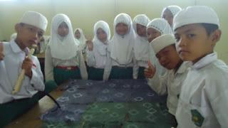 Praktek Membuat Kain Batik Sasirangan Kalimantan