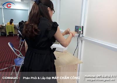 lắp đặt máy chấm công vân tay ở công ty binmax hải phòng