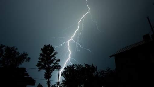 Un orage coupe la respiration de 2.000 Australiens, trois en meurent  Media_xll_9319194