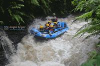 wisata rafting di sungai kalibaru bogor
