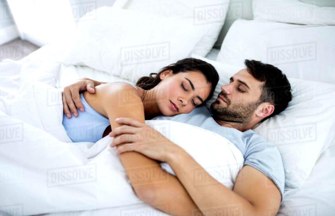 104 Romantic Couple Sleeping Wallpaper Terbaik