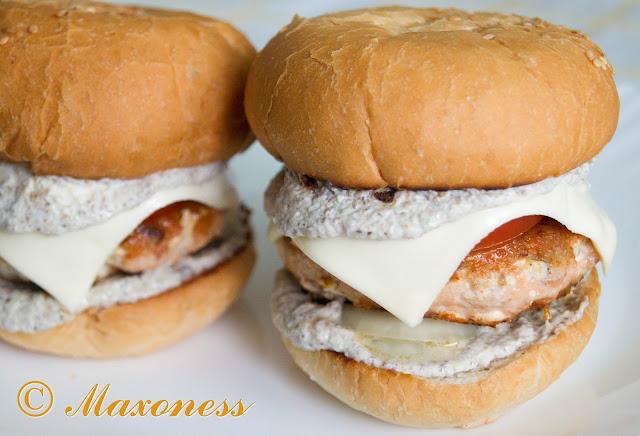 Фишбургеры из форели с грибным соусом