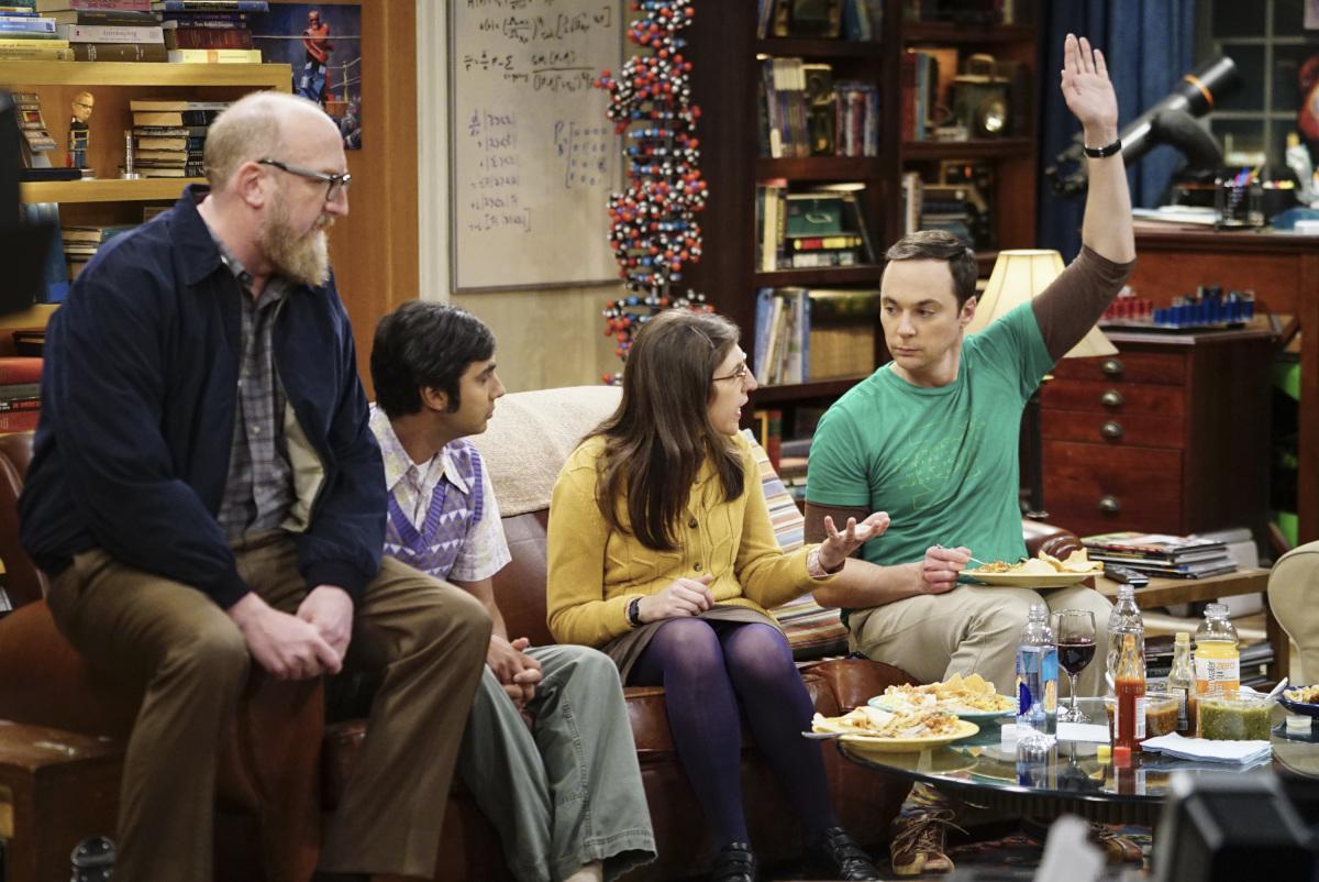Sheldon pide la vez para meter la pata con sus comentarios