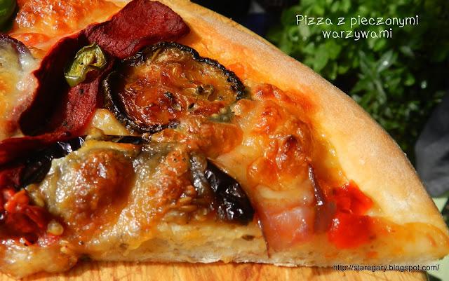 Pizza z pieczonymi warzywami na cieście uniwersalnym
