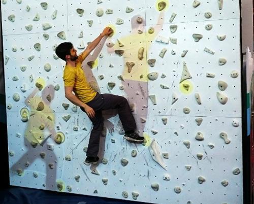 フリークライムと「PONG」を組み合わせたゲームマシン「Augmented Climbing Wall」は古くて新しいエクストリームなスポーツだ。