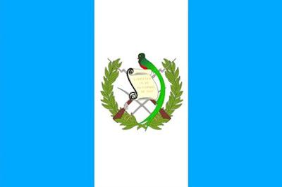 Sejarah Negara Guatemala      Guatemala pernah menjadi terkenal ketika gempa bumi maha dahsyat memporakporandakan negara itu pada 4 Februari 1976. Melukai 74.000 jiwa, dan membinasakan 22.000 jiwa.yang menunjukkan bahawa peneroka di Guatemala telah wujud sejak 10,000 SM lagi, walaupun sebilangan bukti yang lain, seperti mata panah obsidian yang ditemui di pelbagai tempat di negara itu, mentarikhkan peristiwa itu sebagai pada tahun 18,000 SM. Terdapat juga bukti arkeologi yang menunjukkan bahawa para peneroka Guatemala yang awal merupakan pemburu dan pengumpul, tetapi sampel sampel debunga dari Petén dan pantai Pasifik menunjukkan bahawa penanaman jagung telah dikembangkan menjelang 3500 SM. Tapak-tapak kuno telah didokumenkan di Quiché dan di Sipacate, Escuintla yang terletak di pantai Pasifik tengah (6500 SM).  Para ahli arkeologi membahagikan sejarah Mesoamerika pra-Columbiakepada tiga zaman:  Zaman Pra-Klasik dari 2000 SM hingga 250 Masihi  Zaman Klasik dari 250 hingga 900 Masihi  Zaman Pasca Klasik dari 900 hingga 1500.  Sehingga baru-baru ini, Zaman Pra-Klasik dianggap sebagai tempoh pembentukan, dengan petani petani tinggal di desa-desa yang kecil yang tidak mempunyai banyak bangunan tetap. Bagaimanapun, tanggapan ini telah dicabar oleh penemuan-penemuan seni bina yang tersergam dan bersejarah baru- baru ini. Contoh-contohnya termasuk:  mazbah di La Blanca, San Marcos yang lebih kurang 3 mt. diameternya yang wujud sejak 1000 SM;