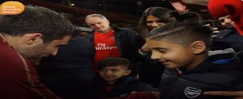 ΒΙΝΤΕΟ: Ο Παπασταθόπουλος έδωσε χαρά σε οκτάχρονο τυφλό φίλαθλο της Άρσεναλ