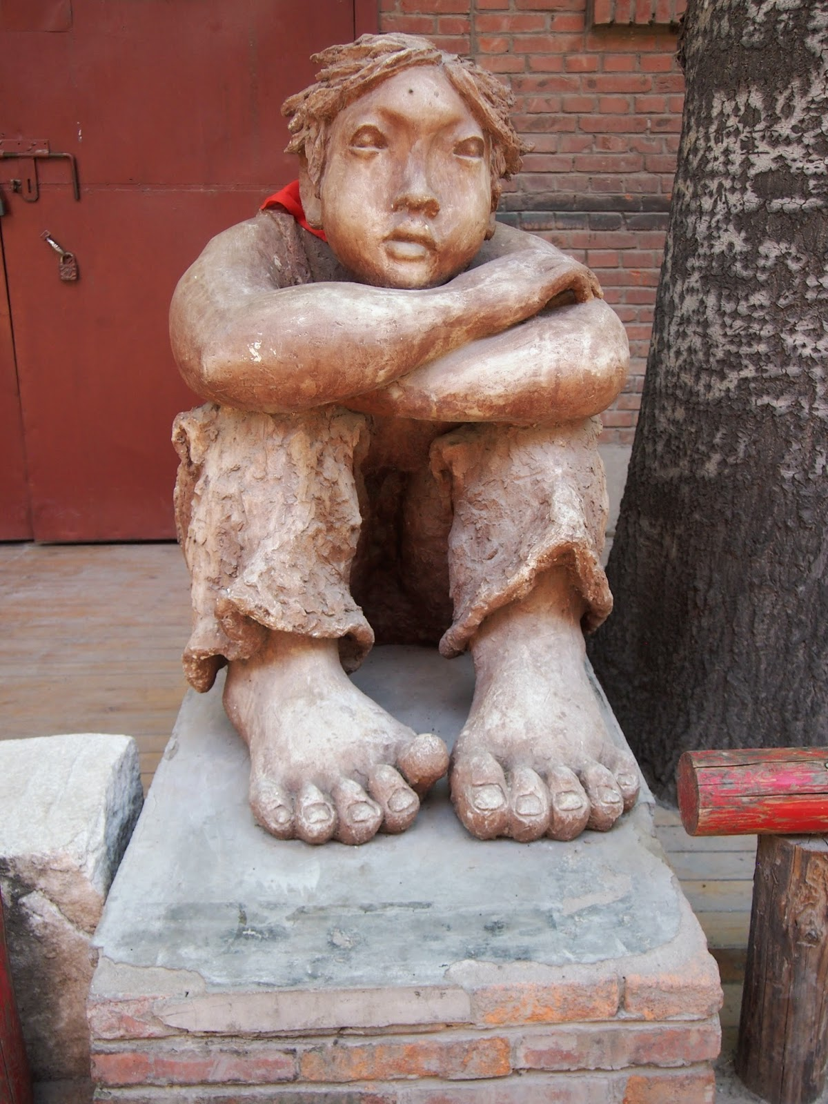 a statue of a kid sitting