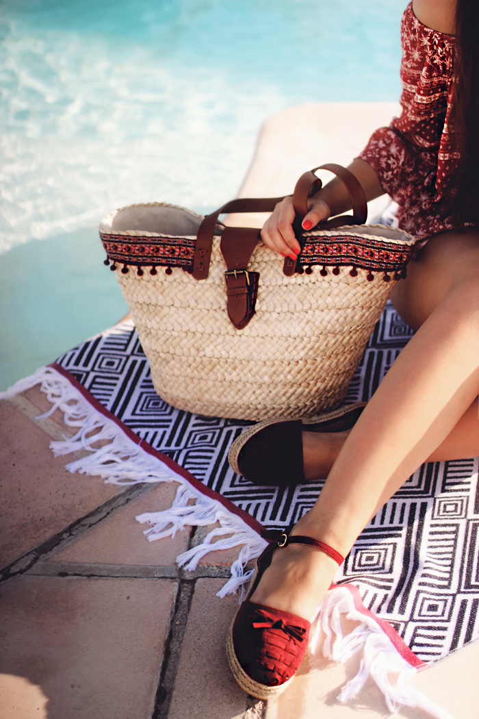 aimerose fashion blog pom pom straw beach bag
