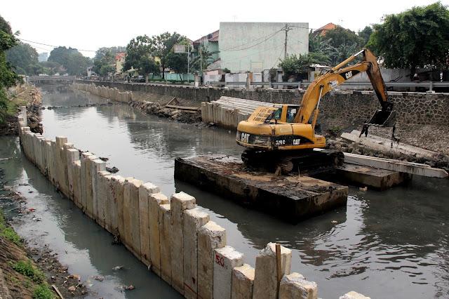 Jakarta Kembali Banjir, Ahok Berdalih Normalisasi Kali Ciliwung Belum Tuntas