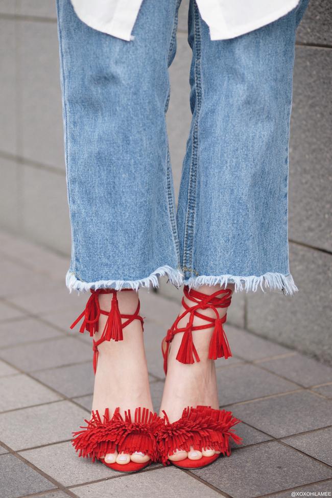 Japanese Fashion blogger 日本人ファッションブロガー ミズホ 今日のコーデ マリンジャケット、白シャツワンピース、切りっぱなしジーンズ、赤フリンジサンダル、ポシェット トレンドコーデ