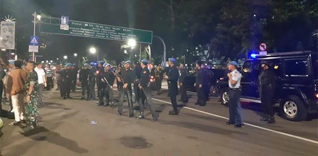 Ricuh, Massa Awak Mobil Tangki Berhasil Hadang Mobil Jokowi