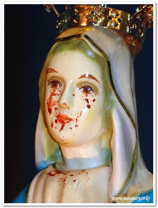 Đức Trinh Nữ Maria: Mẹ khóc huyết lệ vì họ và Trái Tim Mẹ nặng trĩu