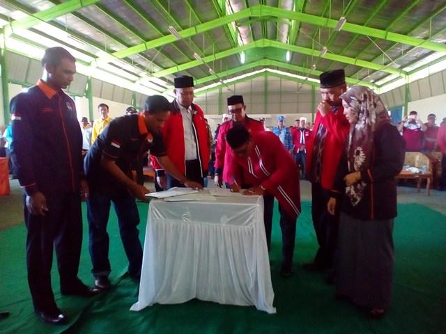 Paslon Bupati Aceh Jaya Teken Deklarasi Pilkada Damai