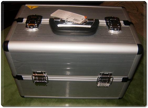 Se trata del maletín dexter de leroy merlin. Es un maletín bastante  grandecito 5720bc54911e