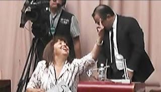 La diputada es oriunda de Comodoro Rivadavia y acérrima enemiga política y personal de Das Neves, con quien perdió por amplio margen las elecciones legislativas de 2013 cuando integró la fórmula con el ex ministro de Agricultura de la Nación Norberto Yauhar.