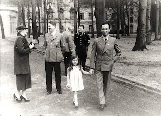 Magda Goebbels charlando con Hitler