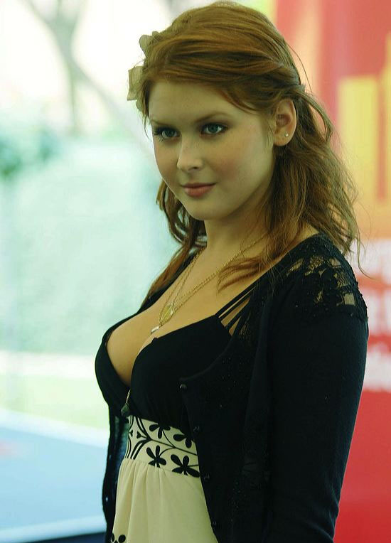 Renee Olstead Hot Cleavage Show ~ Hot Actress Sexy Pics