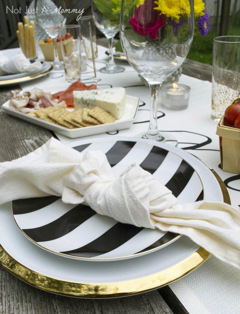 How To Throw  A End Of Summer Party In Less Than Two Hours; cloth napkins