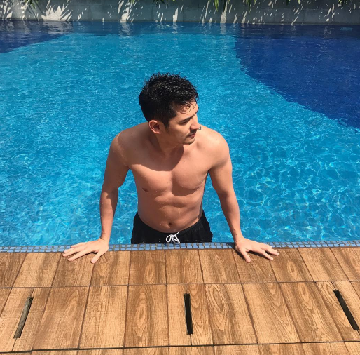 Da Hu? Actor Accidentally Posted His Nude Picture On His Account. Who Is This?