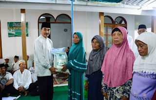 Safari Ramadan, Wabup Pacitan Serahkan Bantuan untuk Warga di Donorojo
