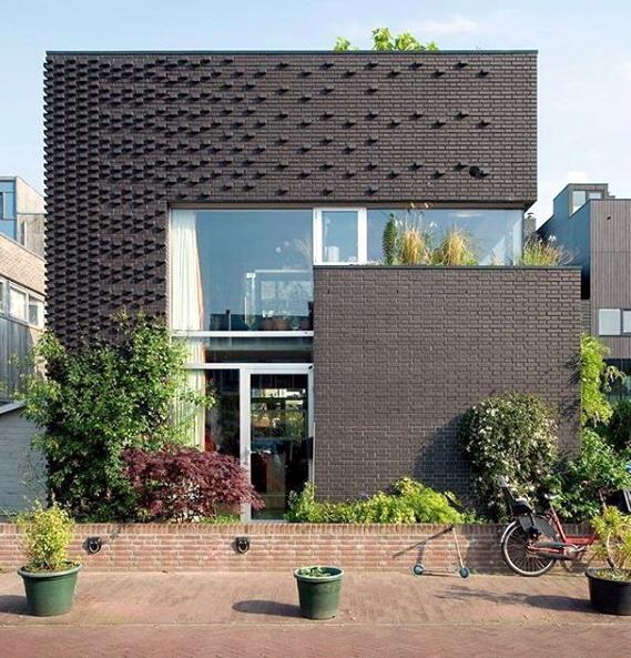 rumah minimalis bata sintesis warna hitam