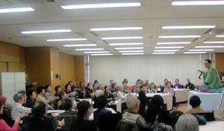 三遊亭楽春お笑い福祉寄席・健康落語講演会の風景。