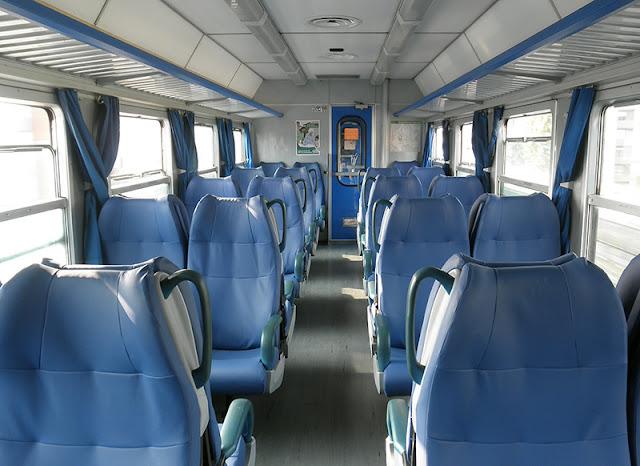 Interior de um trem em Milão e na Itália